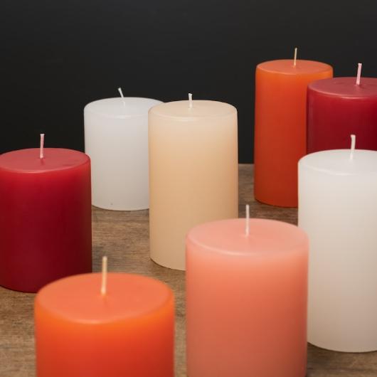 Weihnachtsdekoration und Kerzen bei fleur in